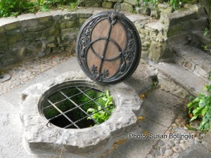 Kneeling at the Sacred Well: Vesica Pisces and the Divine Feminine @ Mystic Elements